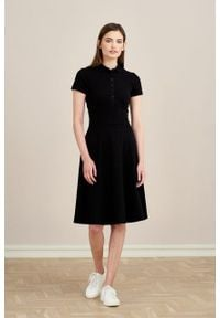 Marie Zélie - Sukienka Polo czarna trapezowa krótki rękaw. Okazja: na co dzień, do pracy. Typ kołnierza: polo. Kolor: czarny. Materiał: dzianina, materiał, bawełna. Długość rękawa: krótki rękaw. Typ sukienki: trapezowe. Styl: sportowy, klasyczny, wakacyjny, casual
