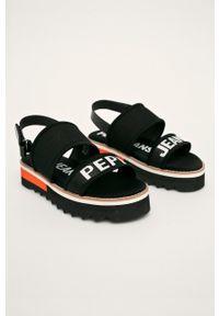 Czarne sandały Pepe Jeans na obcasie, na średnim obcasie, na rzepy