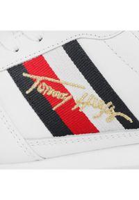Białe buty sportowe TOMMY HILFIGER z cholewką, na płaskiej podeszwie