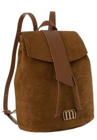 Zamszowy plecak brązowy Monnari BAG2260-017. Kolor: brązowy. Materiał: skóra ekologiczna. Wzór: aplikacja. Styl: elegancki
