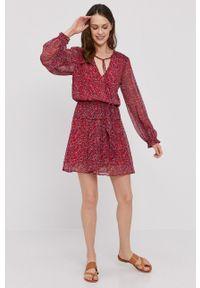 Pepe Jeans - Sukienka Lulis. Materiał: tkanina. Długość rękawa: długi rękaw. Typ sukienki: rozkloszowane