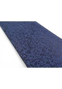 Adam Collection - Granatowy krawat męski w delikatny florystyczny wzór D268. Kolor: niebieski. Materiał: tkanina, mikrofibra