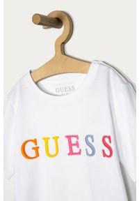 Biały t-shirt Guess casualowy, z aplikacjami