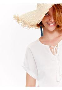 Biały t-shirt TOP SECRET z nadrukiem, na wiosnę