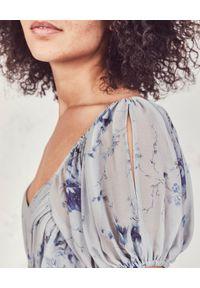LOVE SHACK FANCY - Sukienka z jedwabiu Angie. Kolor: niebieski. Materiał: jedwab. Wzór: nadruk, kwiaty, aplikacja. Długość: maxi