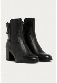 Tamaris - Botki skórzane. Nosek buta: okrągły. Kolor: czarny. Materiał: skóra. Obcas: na obcasie. Wysokość obcasa: średni