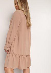 Renee - Ciemnobeżowa Sukienka Thellomene. Kolor: beżowy. Długość rękawa: długi rękaw. Typ sukienki: koszulowe. Styl: elegancki. Długość: mini