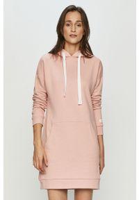 Różowa sukienka 4f z kapturem, mini, na co dzień