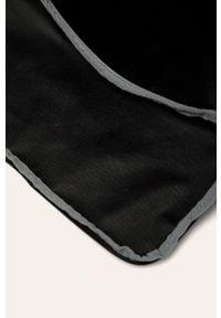 Czarna torba podróżna Under Armour sportowa