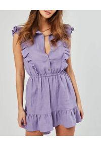 MARLU - Fioletowa sukienka mini Frontera. Typ kołnierza: kołnierz z falbankami. Kolor: różowy, fioletowy, wielokolorowy. Materiał: len. Wzór: aplikacja. Sezon: lato. Długość: mini
