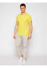 Tommy Jeans T-Shirt Essential DM0DM08736 Żółty Regular Fit. Kolor: żółty