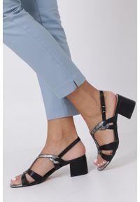Casu - Czarne sandały na słupku z odkrytymi palcami skórzana wkładka casu r19x1/b. Nosek buta: otwarty. Kolor: czarny. Materiał: skóra. Obcas: na słupku