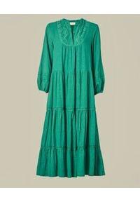 M.A.B.E - Zielona sukienka midi Freya. Kolor: zielony. Materiał: koronka, bawełna. Długość rękawa: długi rękaw. Wzór: aplikacja. Typ sukienki: rozkloszowane. Długość: midi