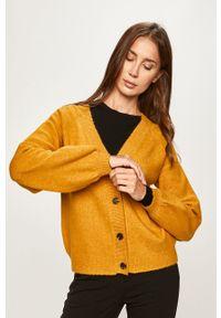 Żółty sweter rozpinany Pieces raglanowy rękaw