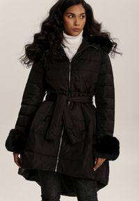 Renee - Czarna Kurtka Pasilinai. Kolor: czarny. Materiał: futro, materiał. Długość rękawa: długi rękaw. Długość: długie. Sezon: jesień, zima