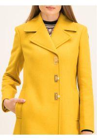 Żółty płaszcz zimowy Tory Burch