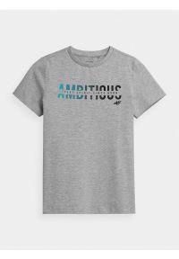 4f - T-shirt z nadrukiem chłopięcy. Kolor: szary. Materiał: bawełna, dzianina, materiał. Wzór: nadruk