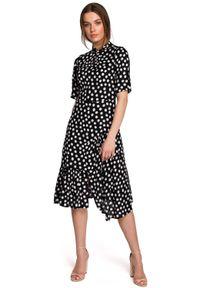 MOE - Sukienka w Grochy z Asymetryczną Falbanką - Czarna. Kolor: czarny. Materiał: wiskoza. Wzór: grochy. Typ sukienki: asymetryczne