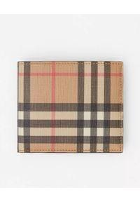 Burberry - BURBERRY - Portfel w kratę. Kolor: beżowy. Materiał: materiał. Wzór: gładki