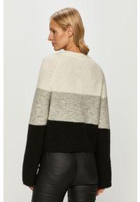 Czarny sweter Noisy may raglanowy rękaw