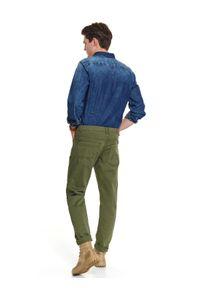 TOP SECRET - Spodnie tkaninowe regularne. Okazja: do pracy. Kolor: brązowy. Materiał: tkanina. Sezon: wiosna. Styl: klasyczny, wakacyjny