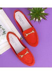 Czerwone mokasyny SKOTNICKI bez zapięcia, w kolorowe wzory