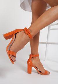 Pomarańczowe sandały na słupku Renee