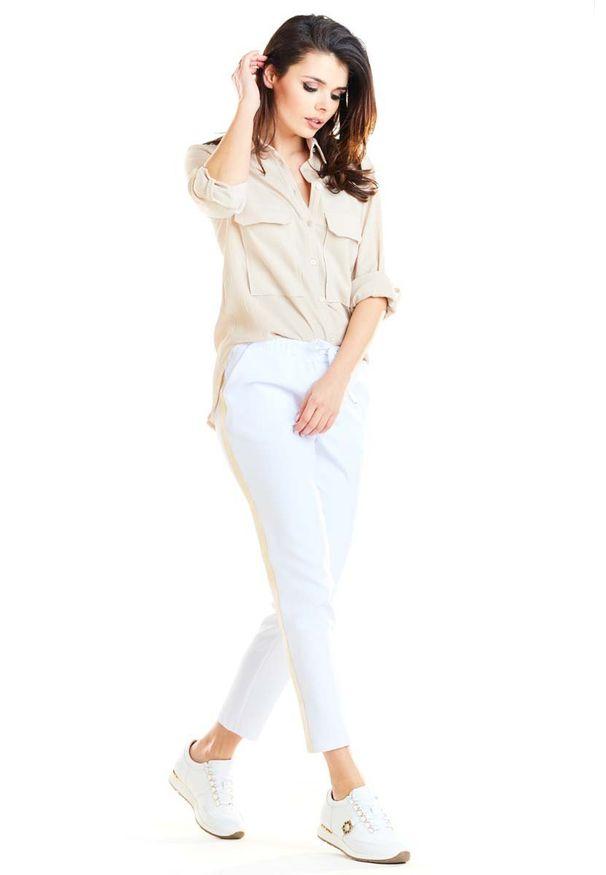Białe spodnie Awama na co dzień, casualowe