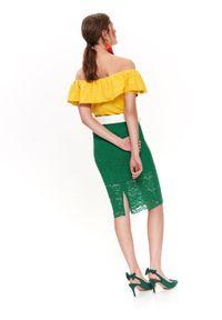 TOP SECRET - Bawełniana bluzka z falbanami. Typ kołnierza: dekolt hiszpanka. Kolor: żółty. Materiał: bawełna. Długość rękawa: krótki rękaw. Długość: krótkie. Sezon: wiosna, lato. Styl: elegancki