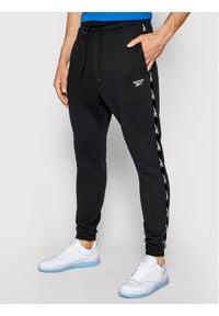 Reebok Spodnie dresowe Essentials Tape GQ4215 Czarny Regular Fit. Kolor: czarny. Materiał: dresówka #1