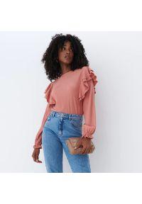 Mohito - Bluzka z falbanką - Różowy. Kolor: różowy