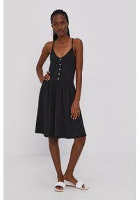 Vero Moda - Sukienka. Kolor: czarny. Materiał: dzianina, bawełna. Długość rękawa: na ramiączkach. Wzór: gładki. Typ sukienki: rozkloszowane