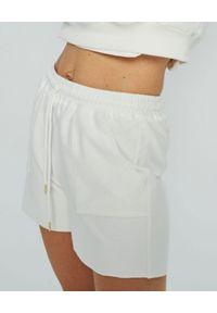 MARLU - Białe spodenki Male. Kolor: biały. Materiał: bawełna. Sezon: lato. Styl: elegancki, sportowy, wakacyjny