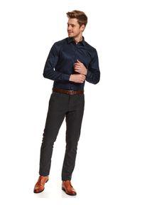 TOP SECRET - Koszula z nadrukiem w klasyczną kropkę. Okazja: do pracy, na imprezę. Kolor: niebieski. Materiał: materiał. Długość: długie. Wzór: kropki, nadruk. Styl: klasyczny