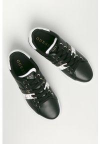 Czarne buty sportowe Guess z okrągłym noskiem, na obcasie