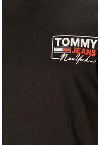 Czarny t-shirt Tommy Jeans casualowy, z nadrukiem, na co dzień