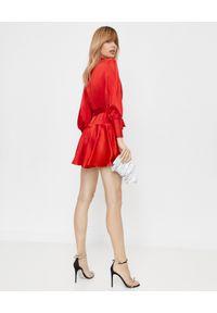Czerwona sukienka mini z kopertowym dekoltem, dopasowana, na randkę
