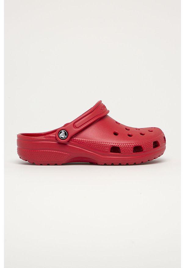 Czerwone klapki Crocs bez obcasa, z okrągłym noskiem