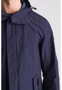 Emporio Armani - Granatowy wodoodporny płaszcz męski. Kolor: niebieski. Materiał: wełna #8