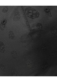 Alexander McQueen - ALEXANDER MCQUEEN - Czapka z wzorem w czaszki. Kolor: czarny. Materiał: bawełna. Wzór: aplikacja