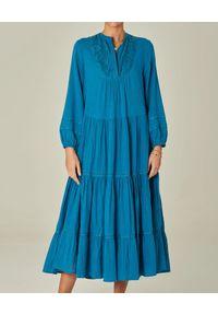 M.A.B.E - Niebieska sukienka midi Freya. Kolor: niebieski. Materiał: koronka. Długość rękawa: długi rękaw. Wzór: koronka. Długość: midi