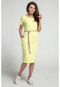Nommo - Limonkowa Prosta Sukienka Midi Przewiązana Kolorowym Sznurkiem. Materiał: bawełna. Wzór: kolorowy. Typ sukienki: proste. Długość: midi