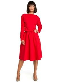 MOE - Czerwona Rozkloszowana Dzianinowa Sukienka z Gumką w Tali. Kolor: czerwony. Materiał: dzianina