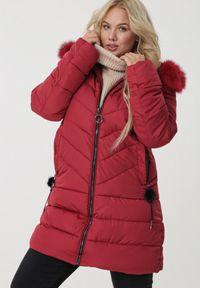 Born2be - Bordowa Kurtka Shoalwater. Kolor: czerwony. Materiał: futro. Długość rękawa: długi rękaw. Długość: długie. Wzór: aplikacja. Sezon: jesień, zima