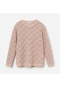 Różowy sweter Reserved w ażurowe wzory