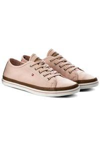 Tenisówki TOMMY HILFIGER - Iconic Kesha Sneaker FW0FW02823 Dusty Rose 502. Okazja: na co dzień. Kolor: różowy. Materiał: skóra ekologiczna, materiał. Szerokość cholewki: normalna. Styl: casual