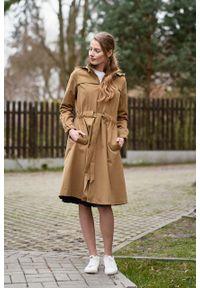 Marie Zélie - Parka Linda bawełna z elastanem camelowa. Materiał: bawełna, elastan. Długość: długie. Sezon: lato