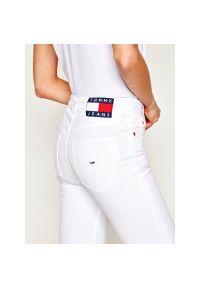 Białe jeansy bootcut Tommy Jeans