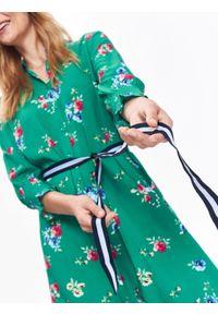 Zielona tunika TOP SECRET z krótkim rękawem, na zimę, z koszulowym kołnierzykiem, w kwiaty