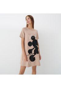 Mohito - Sukienka z nadrukiem Myszki Miki - Beżowy. Kolor: beżowy. Wzór: nadruk